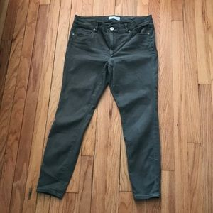 Olive green skinny cropped pants
